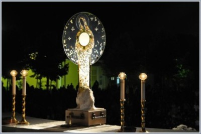 Monstrance II
